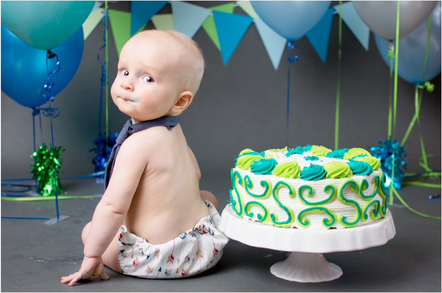 Cake smash first birthday little details blue green icing